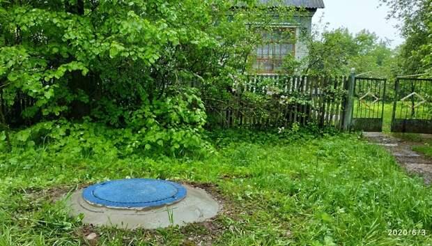 Рабочие закрыли колодец в микрорайоне Львовский Подольска