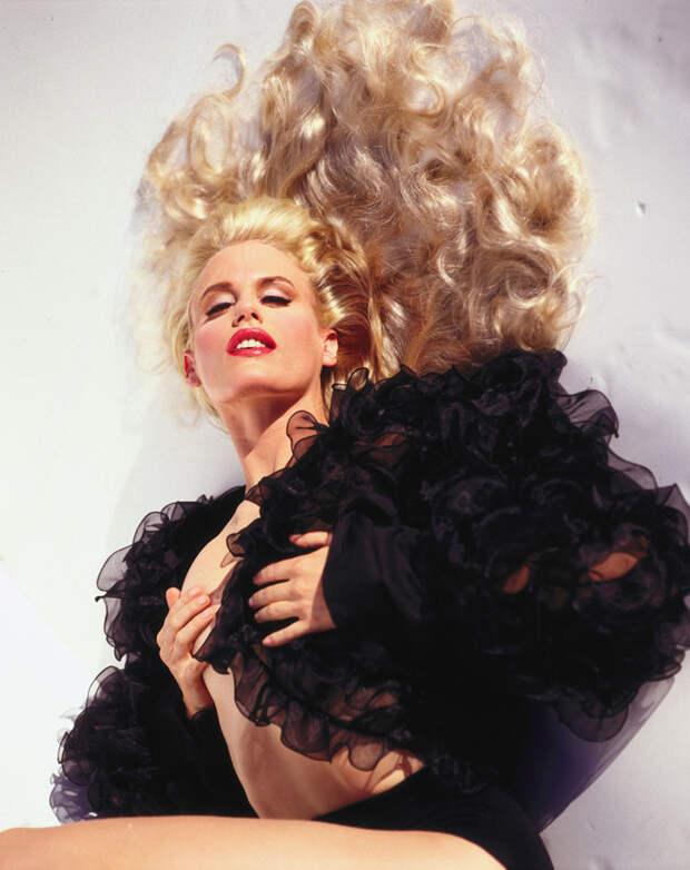 Дэрил Ханна (Daryl Hannah) в фотосессии Мишеля Комте (Michel Comte) для журнала L'uomo Vogue (1996), фотография 3