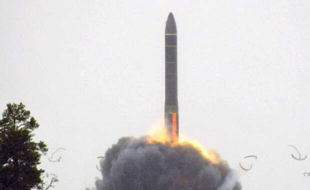 РС-24 «Ярс» Термоядерная межконтинентальная баллистическая ракета нового поколения, призванная заменить морально устаревший «Тополь». Максимальная дальность «Ярса» — 11 000 километров, а мощность сравнима с сотней атомных бомб, сброшенных на Хиросиму.