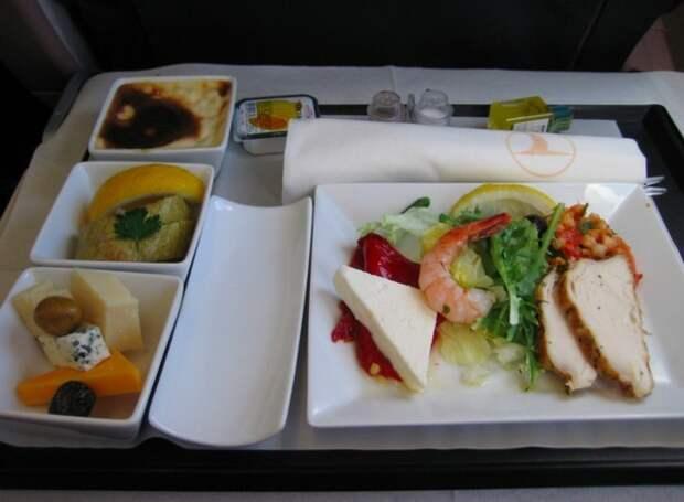 Еда в самолетах. Отличие бизнес-класса от эконом