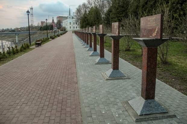 В Ржеве отреставрировали стелы с именами Героев СССР