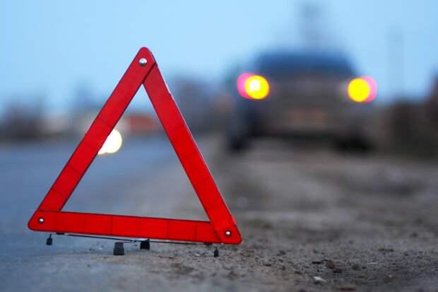 Водитель «ВАЗа» не удержал руль на крутом повороте в Тверской области