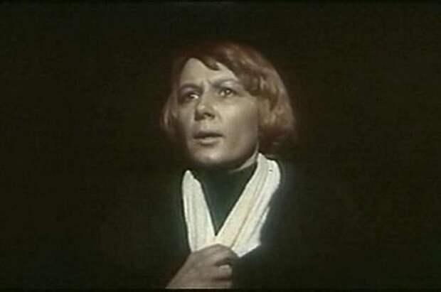 Ольгу Берггольц сыграла актриса Алла Демидова.