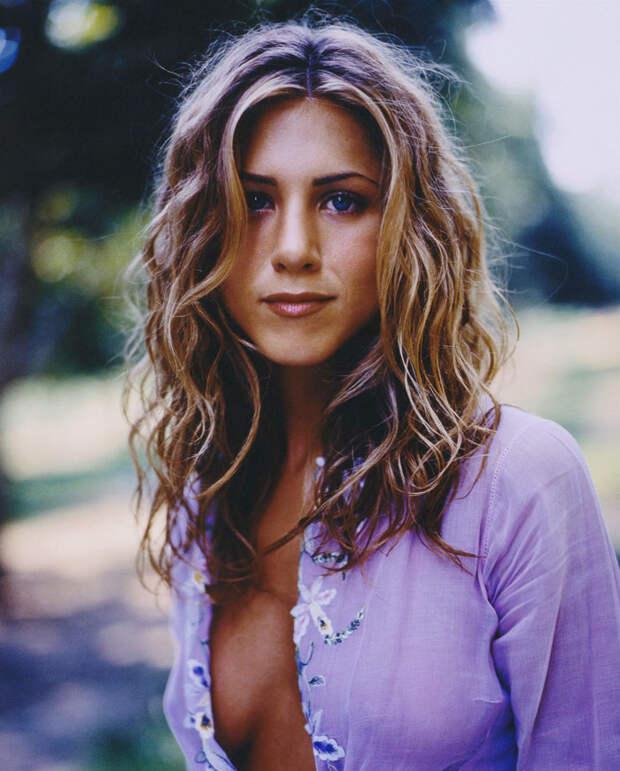 Дженнифер Энистон (Jennifer Aniston) в фотосессии Марка Селиджера (Mark Seliger) для журнала US Weekly (1998), фото 1