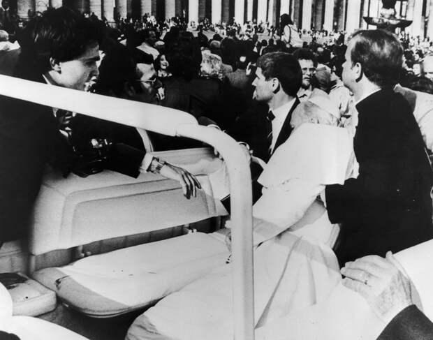 Когда Папа Римский Иоанн Павел II простил человека, который в него стрелял