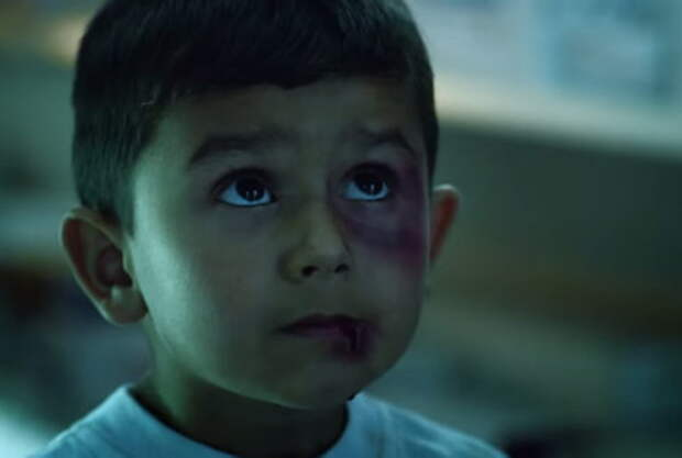 В рекламе UNICEF показали вакцину против войн и убийств
