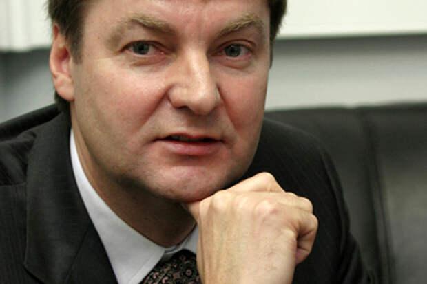 По всей видимости, это намек на близость УЗГА и банкира и собственника ряда ВПК-предприятий Виктора Григорьева к руководству Ростеха