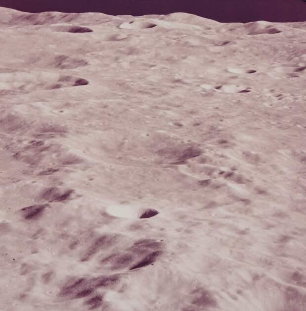1969. май. Вид лунных гор с орбиты