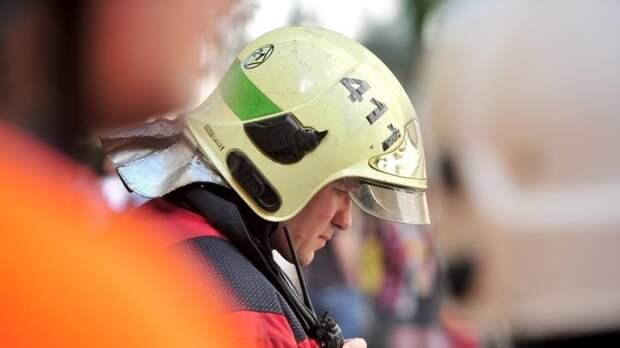 Спасатели потушили горящую коммуналку в Адмиралтейском районе Петербурга