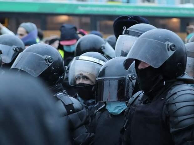 «V1»: В Волгограде против участников несанкционированной акции в поддержку Навального применили слезоточивый газ