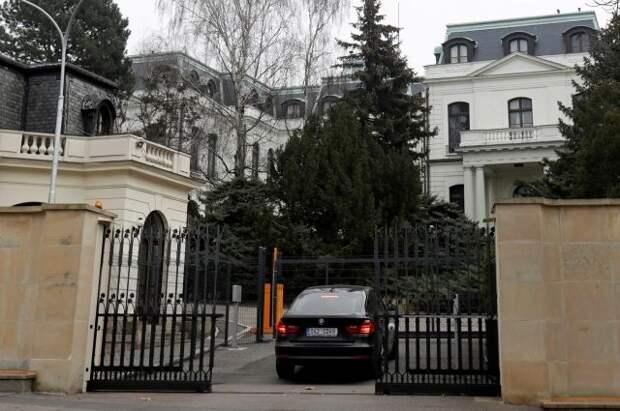 МИД ответил на требования Праги вернуть часть участка посольства РФ
