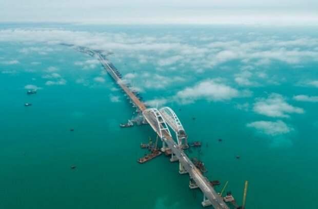 В сети появилось видео Крымского моста с коптера (РОЛИК)