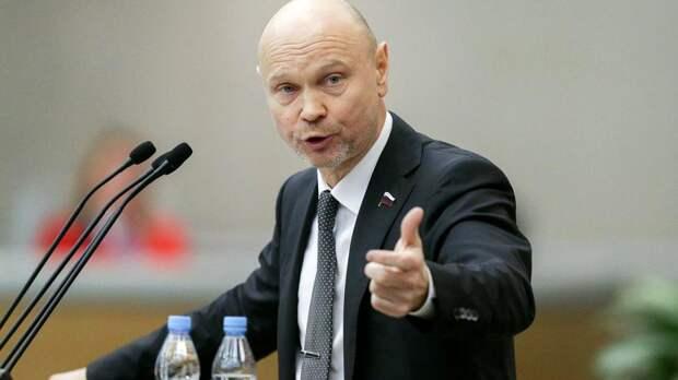Мандат на стол: нарушившего карантин после поездки во Францию депутата Госдумы едва не лишили полномочий