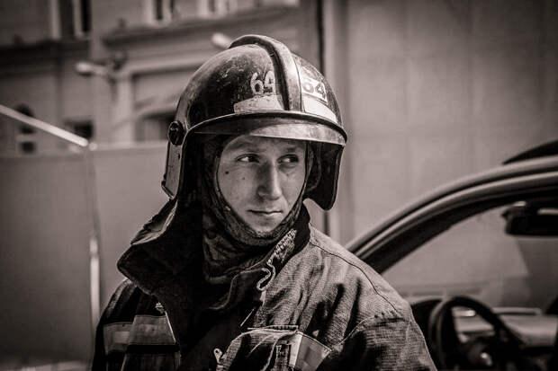 Губернатор Петербурга просит наградить тушивших пожар на «Невской мануфактуре»
