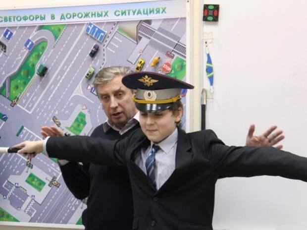 Опрос ЗР: Дети на дороге — кто должен их учить правилам поведения?