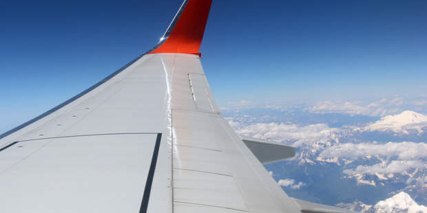 Самолет совершил аварийную посадку в аэропорту Владивостока
