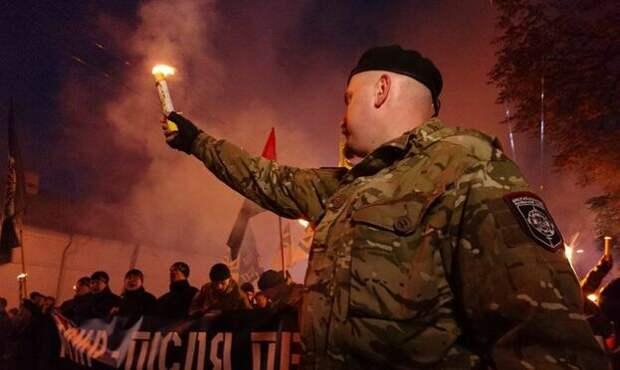 Украинские СМИ готовят общество к передаче власти военным?