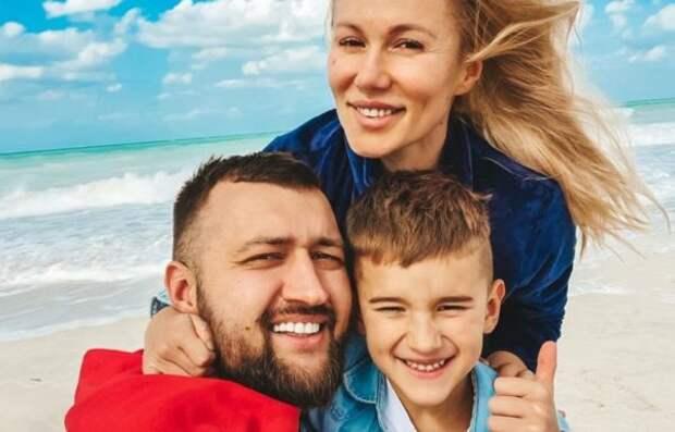 Тамерлан, Алена Омаргалиева и их сын Тимур