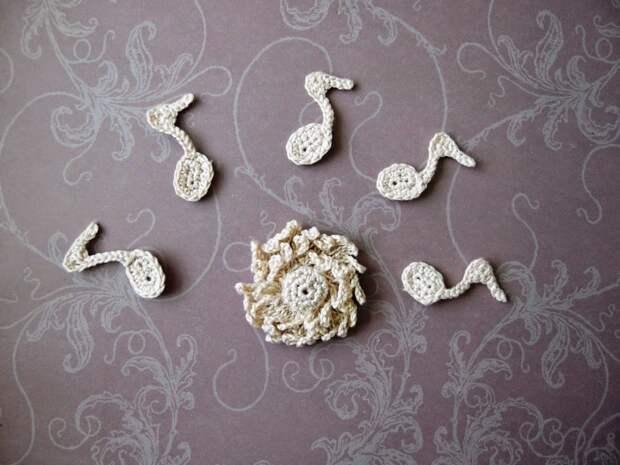 Очередные вязаные украшалочки для скрапа