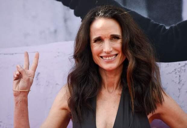 Будучи моделью, звезда дебютировала в кино в 1984 году, а ее приятная, утонченная внешность позволила актрисе добиться успеха как на подиуме, так и на большом экране.