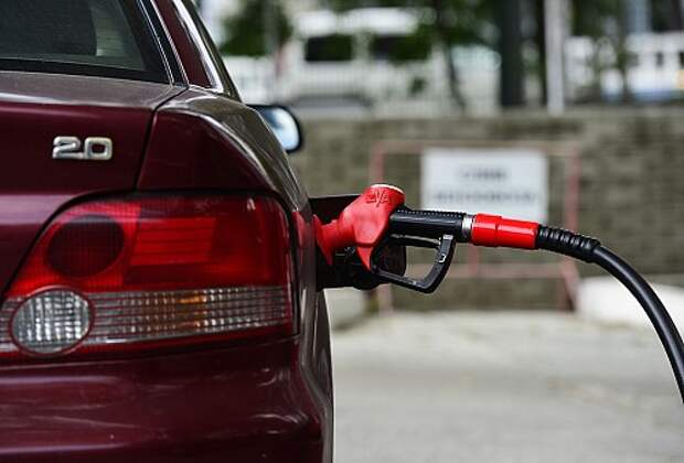 Бензин стандарта Евро-4 решено пока оставить на заправках