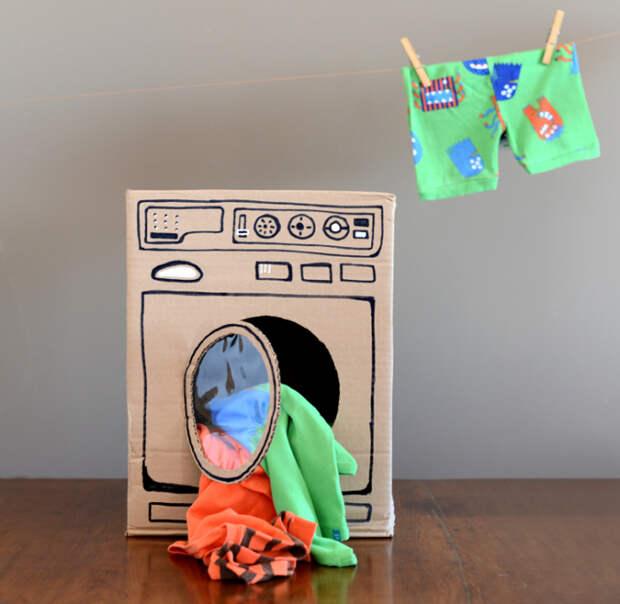 Игрушка, которую также можно использовать как корзину для грязного белья.