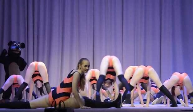 Скандал вокруг танца оренбургских школьниц набирает обороты (видео)