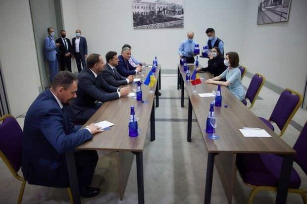"""Украина, верные """"партнеры"""" и горячий август"""