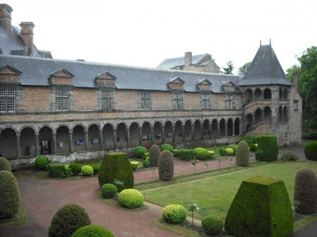 Замок в Шатобриане, Франция