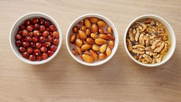 Почему нужно замачивать орехи перед тем, как есть их