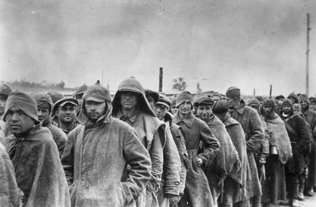 Колонна военнопленных. Фото: Wikipedia.org