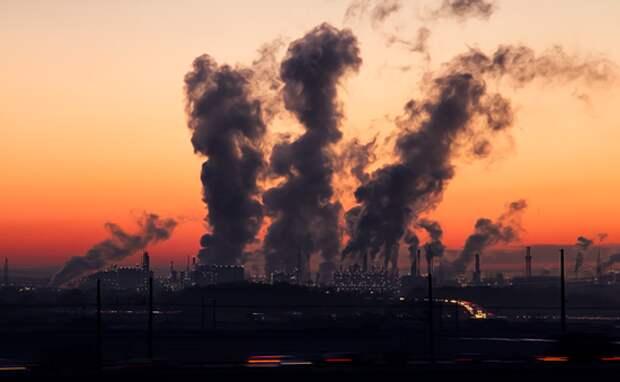 На смог и запах гари жалуются жители Новосибирска и Кемерово