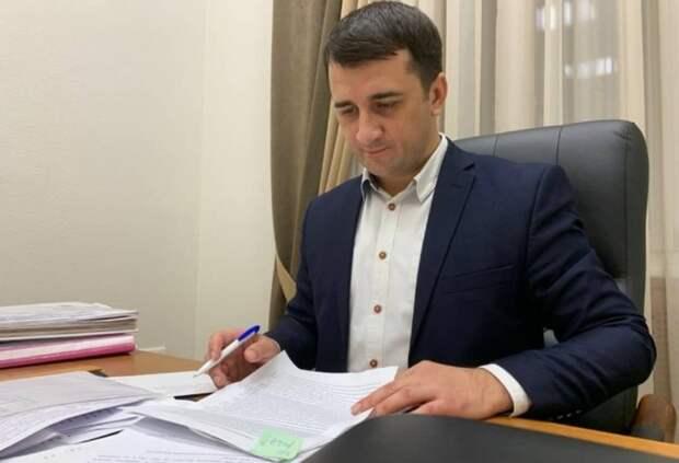 Один депутат донского парламента обвинил другого ввечеринках нарабочем месте