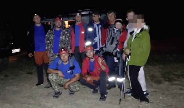 Крымские спасатели вывели из леса заблудившихся туристов с ребёнком