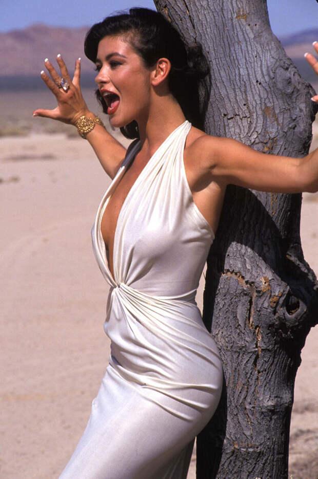 Кэтрин Зета-Джонс (Catherine Zeta-Jones) в фотосессии Рона Вулфсона (Ron Wolfson) на съемках клипа For All Time (май 1992), фото 7