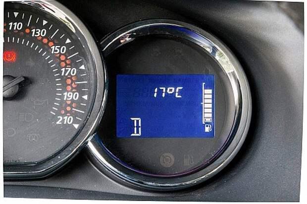 На версии с автоматом высвечивается  только индикация включенного режима.