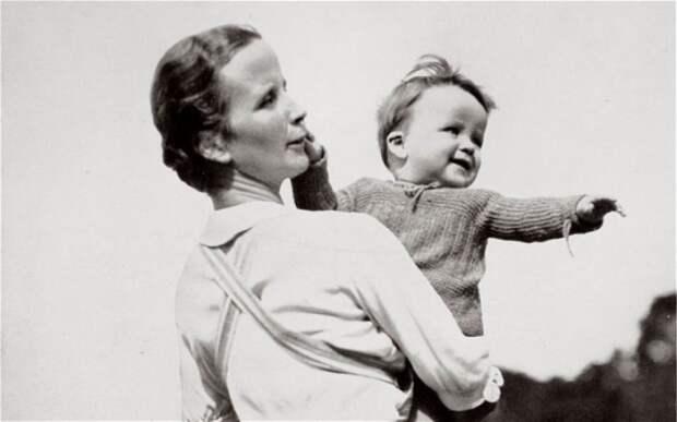 Огород, домашнее хозяйство, воспитание детей – основные задачи жены истинного арийца