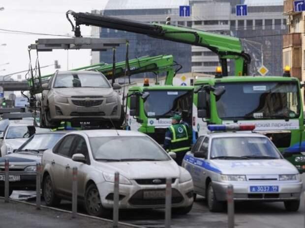Эвакуаторов хотят обязать ждать 20 минут после оповещения водителя