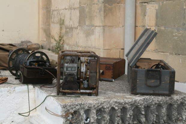 Проводная связь того времени. И генератор. MG42, война, история, оружие, реставраторы