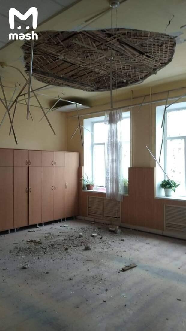 В Краснодарском крае в школе обрушился потолок –прямо на школьников. 10 квадратных...
