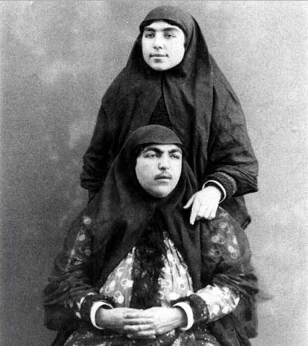 Несравненная Анис аль-Долех (сидит).
