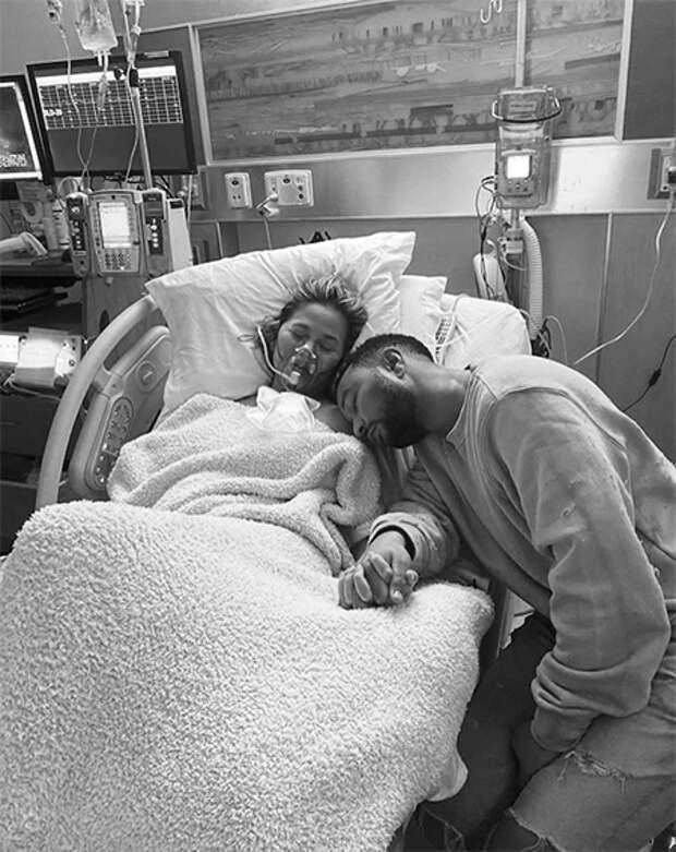 """""""Нас никогда не сломать"""": Джон Ледженд посвятил Крисси Тейген песню после пережитого ими выкидыша"""