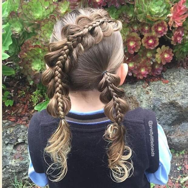 Женщина и сама придумывает новые косы, старается сделать что-то оригинальное  дочь, коса, мама, прическа