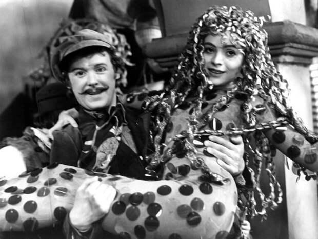 "Как менялась Золушка (актриса Либуше Шафранкова) из ""Трех орешков для Золушки"" с течением времени."