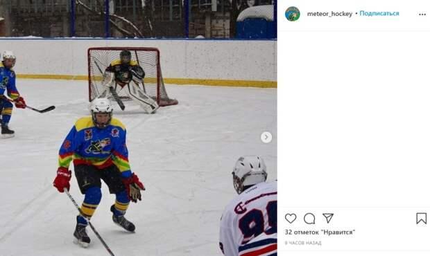 Хоккейная команда Бескудникова вышла в полуфинал турнира