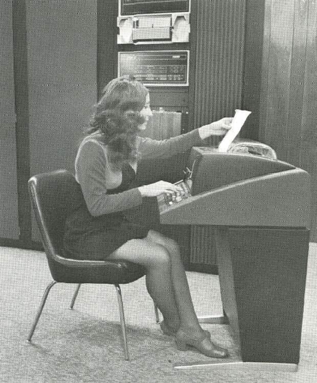 Девушки и компьютеры в середине 20 века