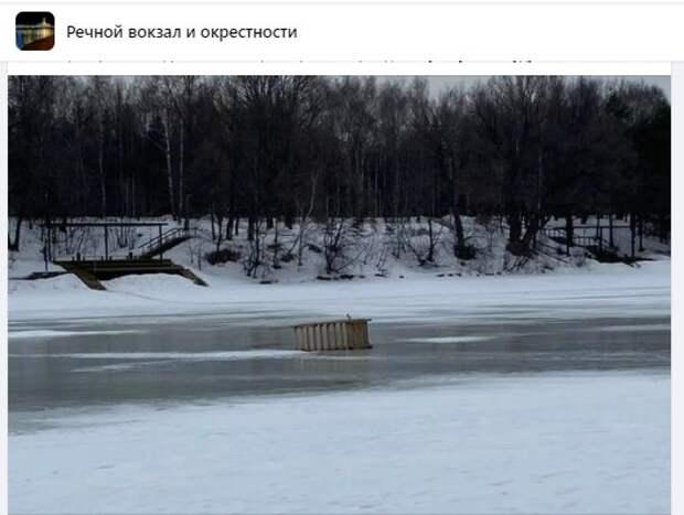 Строительный мусор исчезнет с льда на канале им. Москвы до конца недели
