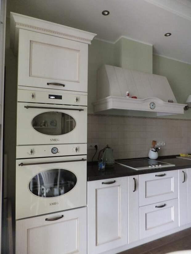 Интерьер кухни, бытовая техника Smeg
