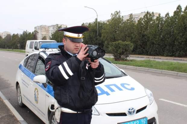 Внимание! В Севастополе вместо кустов растут посты ДПС