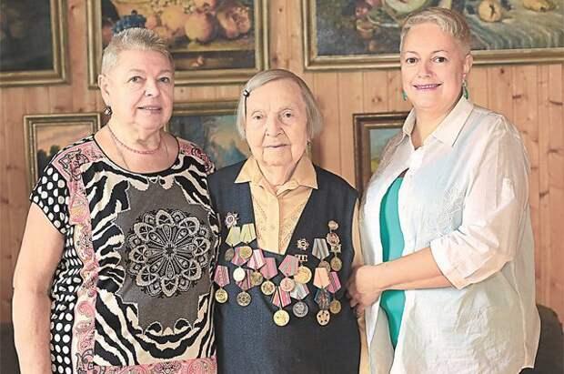 «Сержант Зина» и помощь врачам. Героиней года стала 98-летняя петербурженка